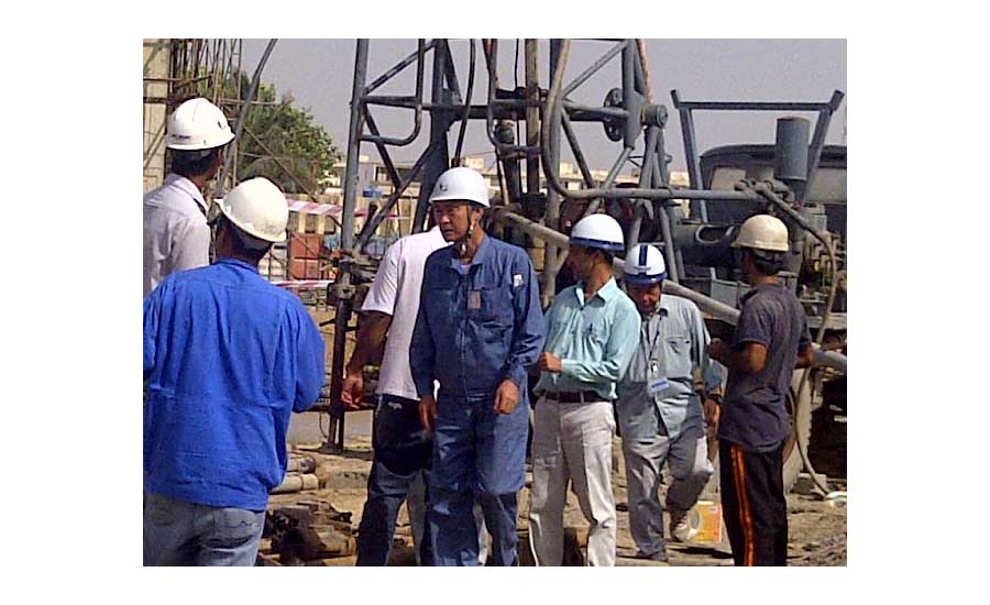 technical-experts-inspect-water-well-in-Pakistan