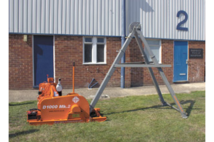 The Dando 1000 MK2 features an adjustable height mast derrick.